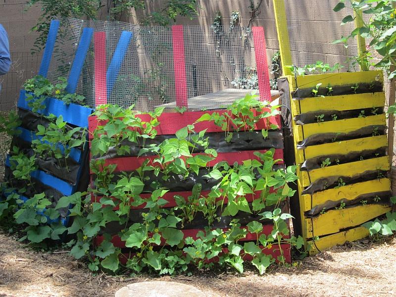 Garden & Coop Tour 2013 - Pallet Planters